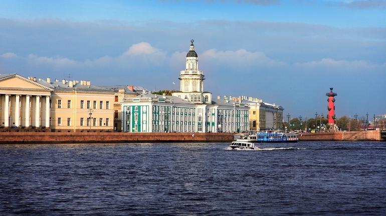 Старинные дома Петербурга могут обрести имена и возраст по инициативе депутатов городского парламента Дениса Четырбока и Максима Резника.