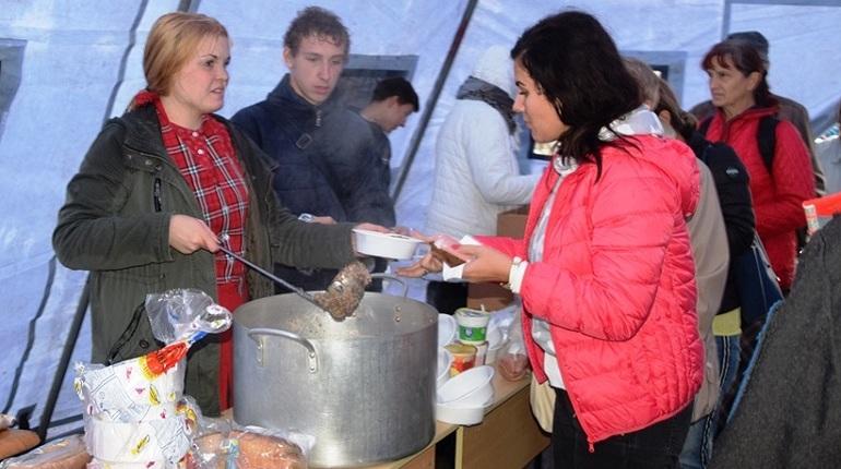 Волонтерские организации Петербурга пока не собираются на помощь подтопленным городам и селам Краснодарского края. На самой Кубани первые отряды добровольцев уже отправились на расчистку залитых водой населенных пунктов.
