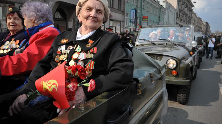 Ветераны Великой Отечественной войны смогут бесплатно ездить в метро и социальных маршрутках Петербурга ежегодно 22 июня и 8 сентября