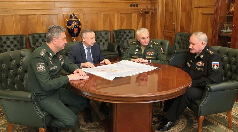 Врио губернатора Петербурга Александр Беглов обсудил с военными будущее Кронштадта. Встреча прошла в пятницу, 26 октября, в Смольном.
