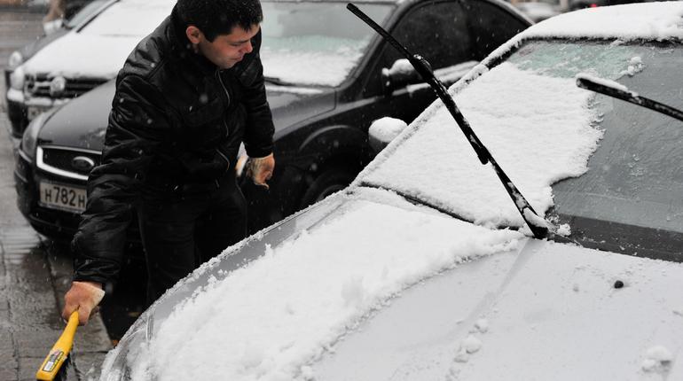 В Петербург и Ленинградскую область в субботу, 27 октября, придет зима. Во всяком случае, так обещают синоптики. Жителям города и области стоит утеплиться и поменять летнюю резину на зимнюю.