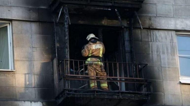 В Невском районе Петербурга произошел пожар, в результате которого выгорела часть кухни в двухкомнатной квартире. Сотрудники МЧС ликвидировали пожар к 19:15 часам вечера 26 октября.