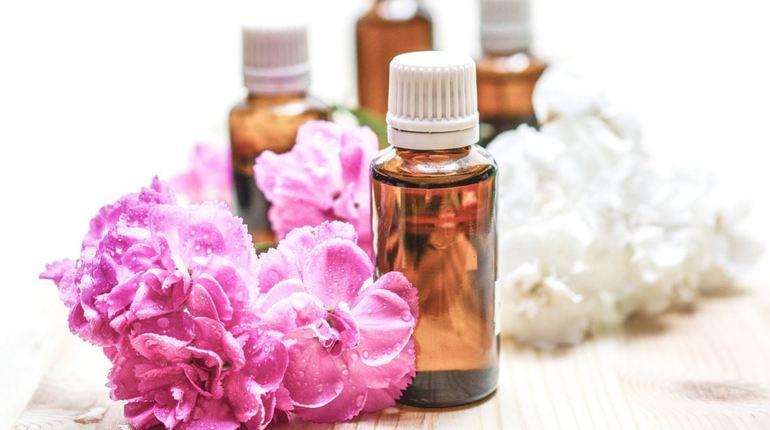 IBM научила искусственный интеллект создавать парфюм. Программа сможет проанализировать тысячи ингредиентов и их всевозможные комбинации, чтобы получить не только уникальный и современный аромат, но и абсолютно безопасный для здоровья.