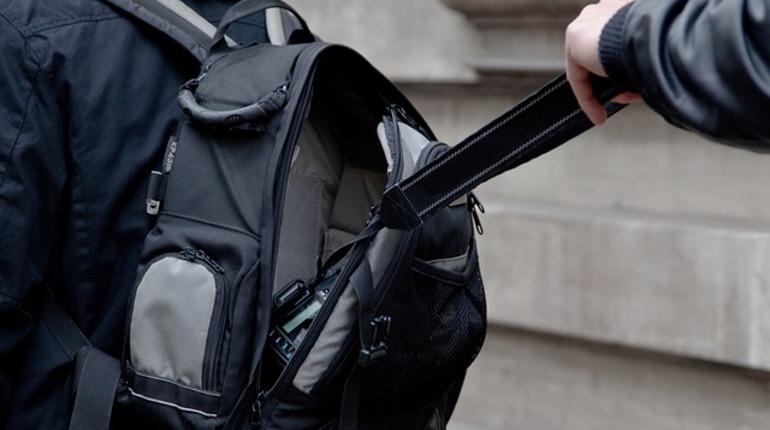 В Петербурге правоохранители задержали злоумышленника, подозреваемого в ограблении студента одного из учебных заведений Северной столицы.