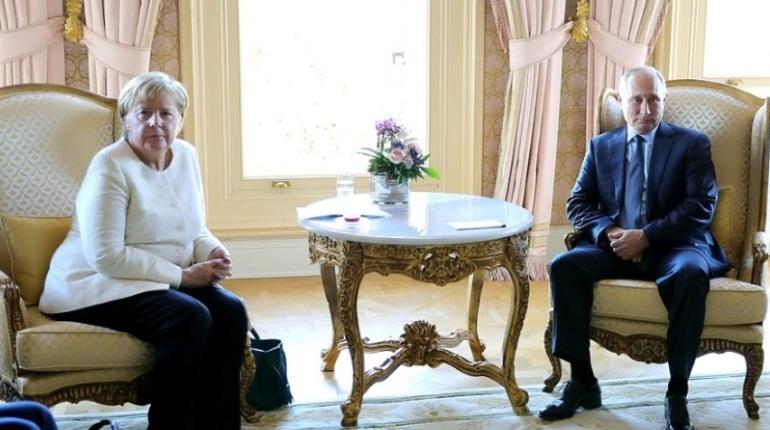 В Стамбуле проходит двусторонняя встреча президента России Владимира Путина и канцлера ФРГ Ангелы Меркель.