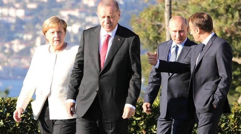 Саммит глав России, Германии, Франции и Турции завершился в Стамбуле. В течение часа стороны вчетвером обсуждали вопросы урегулирования конфликта в Сирии.
