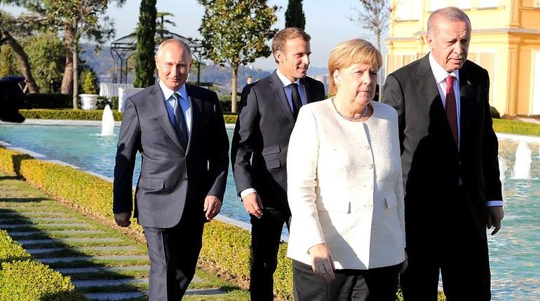 Участники саммита в Стамбуле по вопросам Сирии пришли к единому мнению о необходимости сохранить территориальную целостность страны. Об этом сообщил российский президент Владимир Путин после встречи с лидерами ФРГ, Франции и Турции.