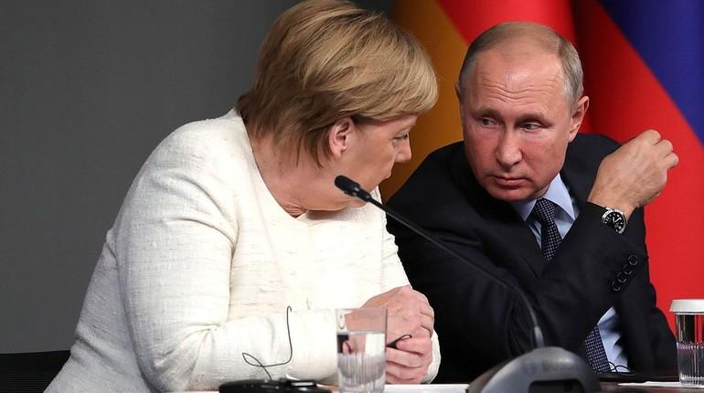 Пальто Путина так подействовало на Меркель, что она заговорила по-русски