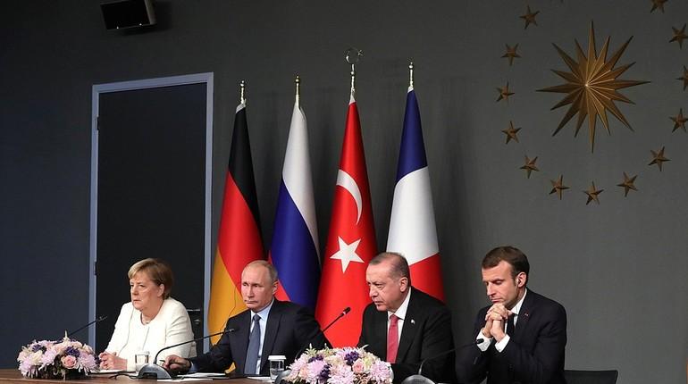 Москва оставляет за собой право помочь военным в Сирии в уничтожении террористов в провинции Идлиб, если те возобновят свои провокации. Об этом заявил президент РФ Владимир Путин на итоговой пресс-конференции после саммита в Стамбуле.