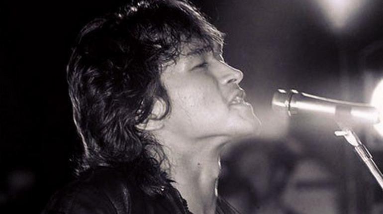На анкету легендарного музыканта Виктора Цоя в Петербурге для вступления в рок-клуб не нашлось покупателей. Аукцион по продаже книги