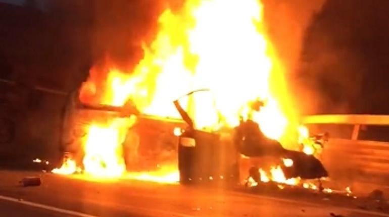 Водителя грузовика, который столкнулся с двумя автомобилями на ЗСД 27 октября, госпитализировали вертолетом. В аварии погибли восемь человек.