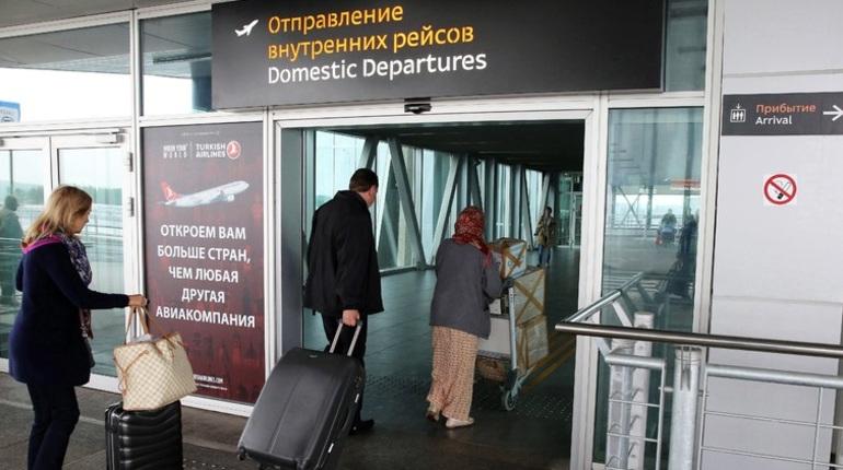 Самолет авиакомпании Azur Air все-таки покинул Петербург после того, как рейс был задержан почти на восемь часов.