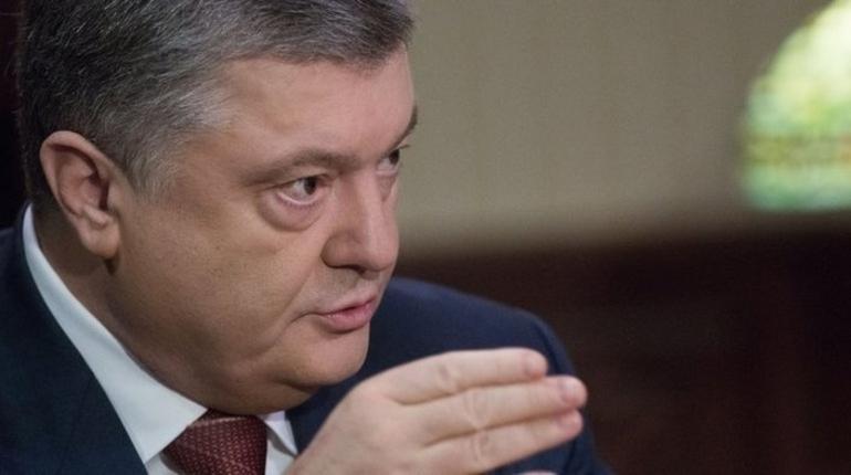 Президент Украины Петр Порошенко нарушил протокол во время переговоров с лидером Белоруссии Александром Лукашенко.