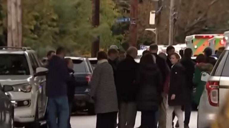 Робу Бауэру, которого подозревают в нападении на синагогу в Питтсбурге, предъявили обвинение по 29 пунктам. Жертвами стрельбы стали 11 человек.