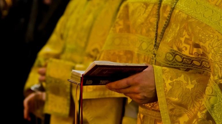 В Петербурге ищут вора, который похитил икону из собора на севере Петербурга. Злоумышленника, впрочем, ждет разочарование: исторической ценности она не имеет.