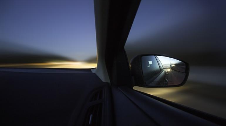 В Ленинградской области злоумышленник похитил у мужчины иномарку, заставив его под дулом пистолета прокатиться по Выборгскому шоссе.