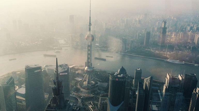 Озоновой дыре над Землей не дает закрыться Китай, а точнее компания, работающая на территории этого государства. Над восточной частью Китая производят выброс четыреххлористого углерода – тетрахлорметана.