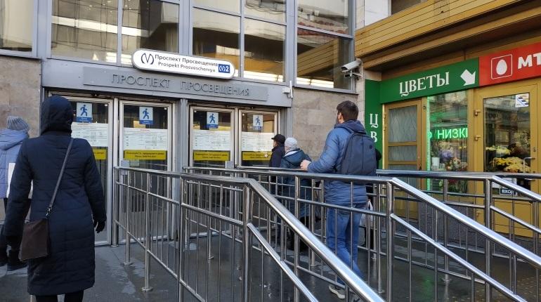 Метро «Проспект Просвещения» закрыли для пассажиров