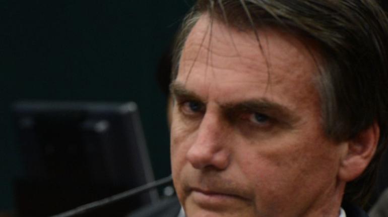 Правый кандидат Жаир Болсонару победил на выборах президента Бразилии. Он обещал бороться с преступностью и вооружать бразильцев.