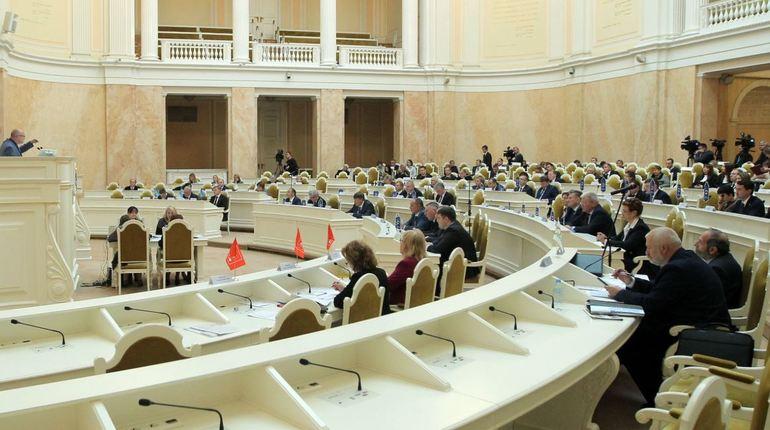 Депутатам ЗакСа рекомендовали принять бюджет-2019 в первом чтении