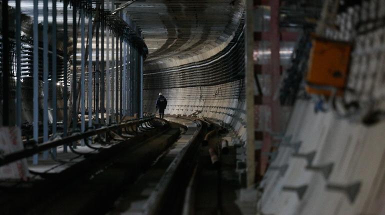 Строительство участка Фрунзенского радиуса уже более года практически не двигается с мертвой точки. Оно перенесено из-за сокращения бюджета, выделяемого на строительство.