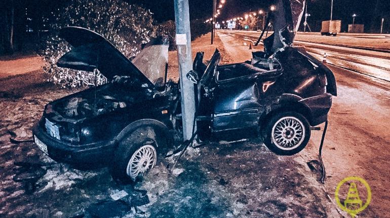 В Калининском районе Петербурга 29 октября на машине разбился восемнадцатилетний молодой человек. Сейчас он находится в Военно-Медицинскую Академии.