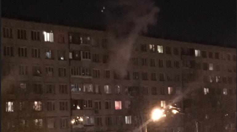 В одной из квартир в доме 11 по Купчинской улице во Фрунзенском районе Петербурга случился пожар.
