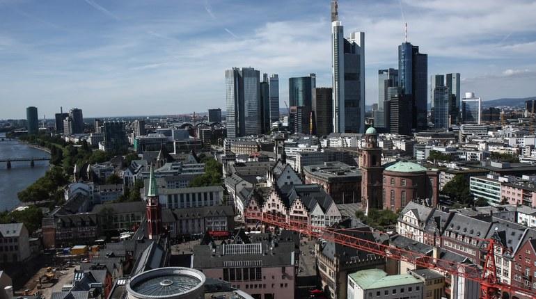 В Германии во Франкфурте-на-Майне нашли бомбу времен Второй мировой войны, из-за чего эвакуировано около 18 тысяч жителя города.