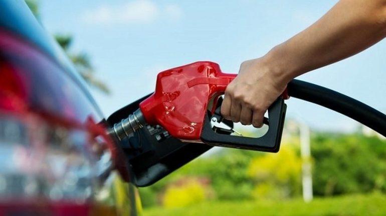 Российские власти осведомлены о ситуации с ростом цен на бензин. Об этом заявил пресс-секретарь президента России Владимира Путина Дмитрий Песков.