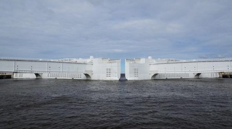 С 9:00 до 18:00 на дамбе Петербурга будут идти плановые работы по обслуживанию оборудования. Для этого закроют один из затворов.