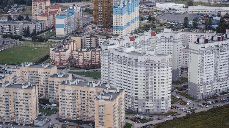 Александр Дрозденко заявил, что максимальная плотность застройки в поселке Бугры составит 9 тысяч квадратных метров жилья на гектар, а максимальная высотность - девять этажей. Москвин пообещал, что в состав поселка не будут включать новые территории для жилищного строительства.