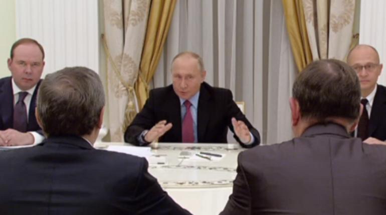 Президент России Владимир Путин провел 30 октября в Кремле встречу с ушедшими в отставку руководителями регионов России. Среди них был и экс-губернатор Петербурга Георгий Полтавченко.