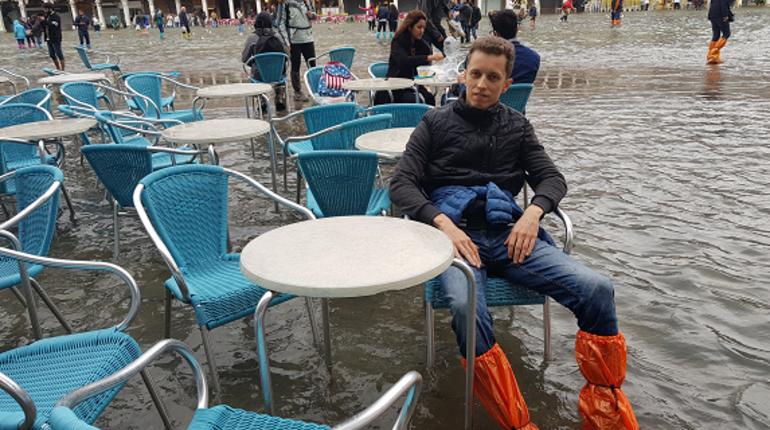Наводнение в Венеции не особенно впечатлило туриста из Петербурга, который оказался там в момент разгула стихии. По его словам, главное - не перепутать улицы с каналами.