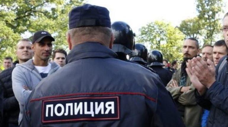 Ранее в 78 отдел полиции были доставлены два участника акции «Бессмертный ГУЛАГ», который проходил на Кирочной улице в Петербурге 30 октября. Николая Сытина и Дмитрия Бондарева отпустили без протокола.