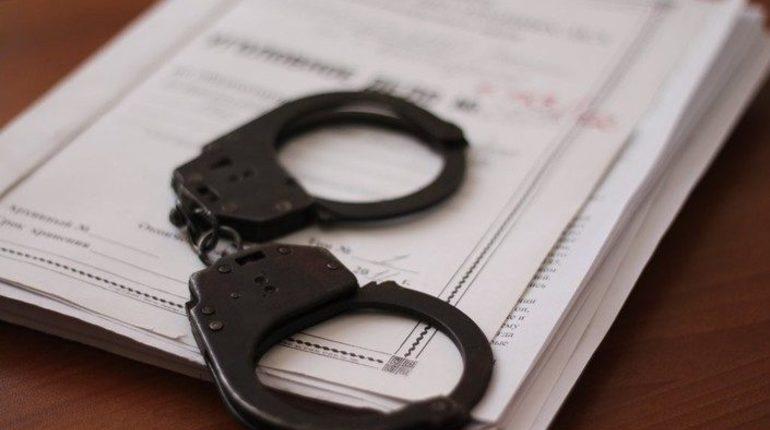 В Центральном районе Петербурга признали виновным за сбыт наркотических веществ ранее судимого жителя города.