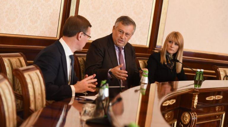 Губернатор Ленинградской области Александр Дрозденко убежден, что граждане не должны ютиться в квартирах-студиях. Свою позицию он озвучил во время заседания совета новостроек.