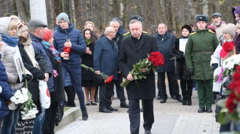 На Серафимовском кладбище в Петербурге в годовщину крушения самолета