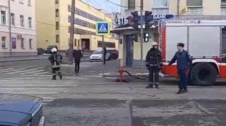 Причиной взрыва в здании ФСБ в Архангельске могло стать самодельное взрывное устройство.