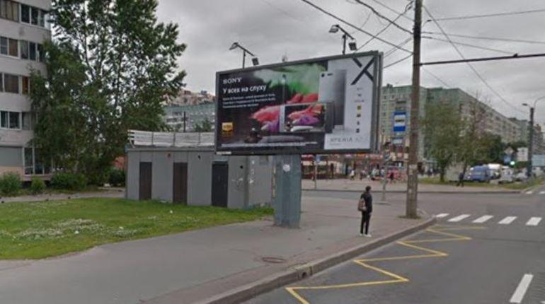 В Выборгском районе Петербурга 31 октября произошло дорожно-транспортное происшествие, в результате которого серьезно пострадал пешеход. Мужчину, которому на вид 60-70 лет, госпитализировали с тяжелыми травмами. Гонщика, скрывшегося с места происшествия, разыскивает полиция.
