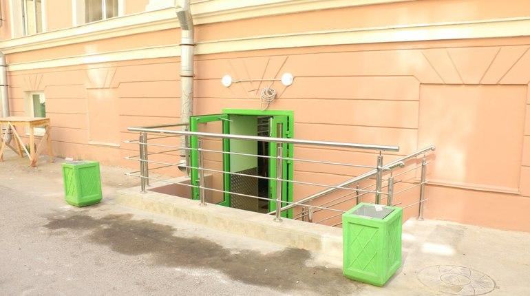 Владельца дома с нелегальным выходом на улицу Репина ищут для наказания