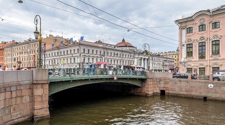 Зеленый мост и туалеты: топ-5 самых дорогих закупок октября