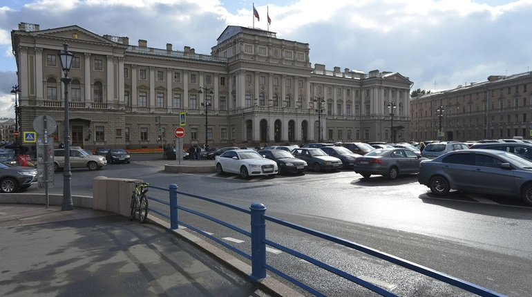 Бюджет с дефицитом в 52 миллиарда не смутил ЗакС Петербурга
