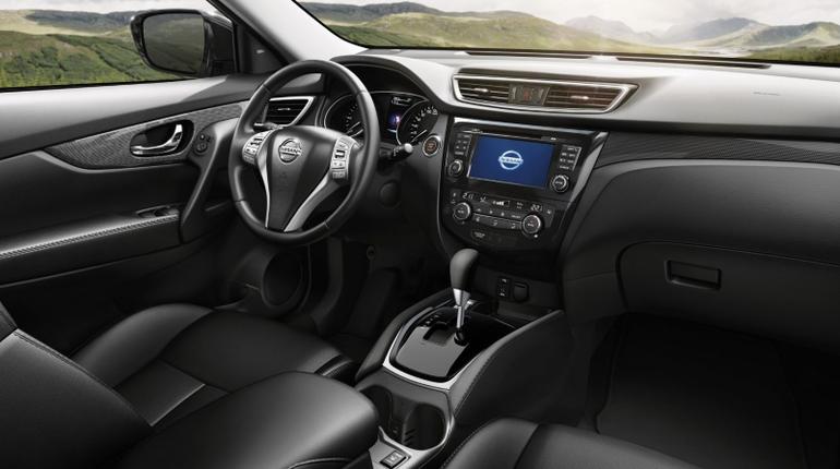 Новая версия кроссовера Nissan X-Trail будет доступна в России в десяти комплектациях с тремя вариантами двигателей. Автомобиль начнут продавать в декабре.