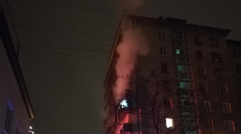 Пожар в Кировском районе Петербурга произошел ночью 1 ноября. На Ленинском проспекте, 130 загорелся балкон жилого дома.