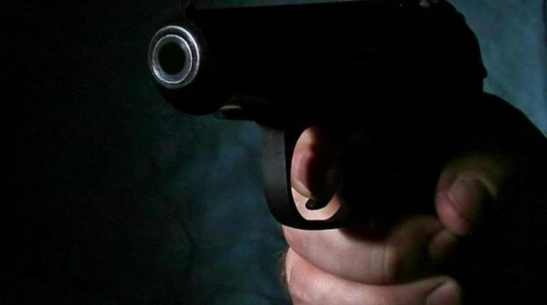 Двое полицейских в Москве уволены после того, как ранили мужчину из травматического оружия