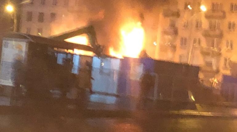 В Красногвардейском районе Петербурга утром 1 ноября загорелась строительная площадка. Это уже второй пожар на городских стройках за сутки.
