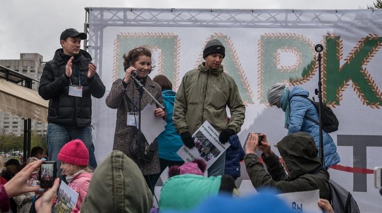 В Петербурге активисты, выступающие в защиту парка на Смоленки, намерены создать инициативную группу  по проведению референдума субъекта Российской Федерации о статусе территорий устья реки Смоленки. В случае, если Заксобрание откажет в регистрации группы, они намерены требовать отставки его председателя Вячеслава Макарова и роспуска самого парламента.
