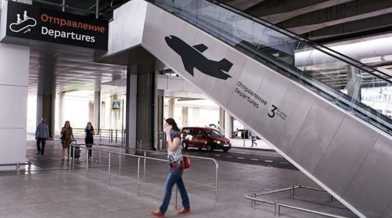 Путешественники вновь попали в сложную ситуацию, приехав в аэропорт Пулково в Петербурге. Выяснилось, что один из рейсов задержан, а другой отменен. Особенно не повезло тем пассажирам, которые намеревались долететь до Тбилиси.
