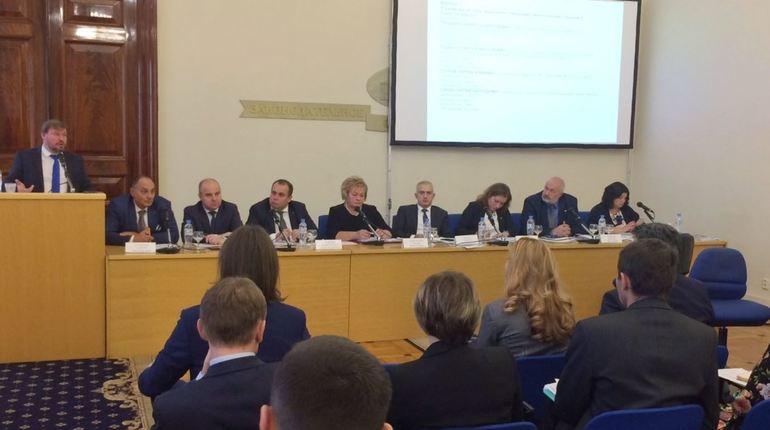 В Петербурге определят подрядчиков по вывозу мусора через электронный аукцион