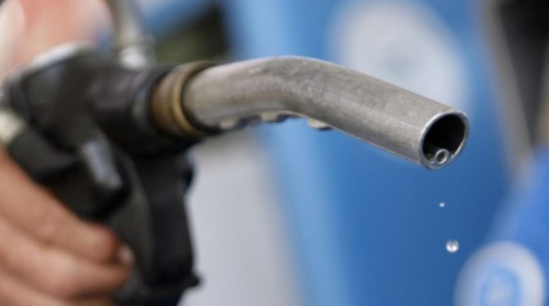 На бирже отмечают снижение цен на бензин. Перемены начались после подписания соглашения о заморозке цен на на топливо до конца 2018 года между российским правительством и крупнейшими нефтяными корпорациями.